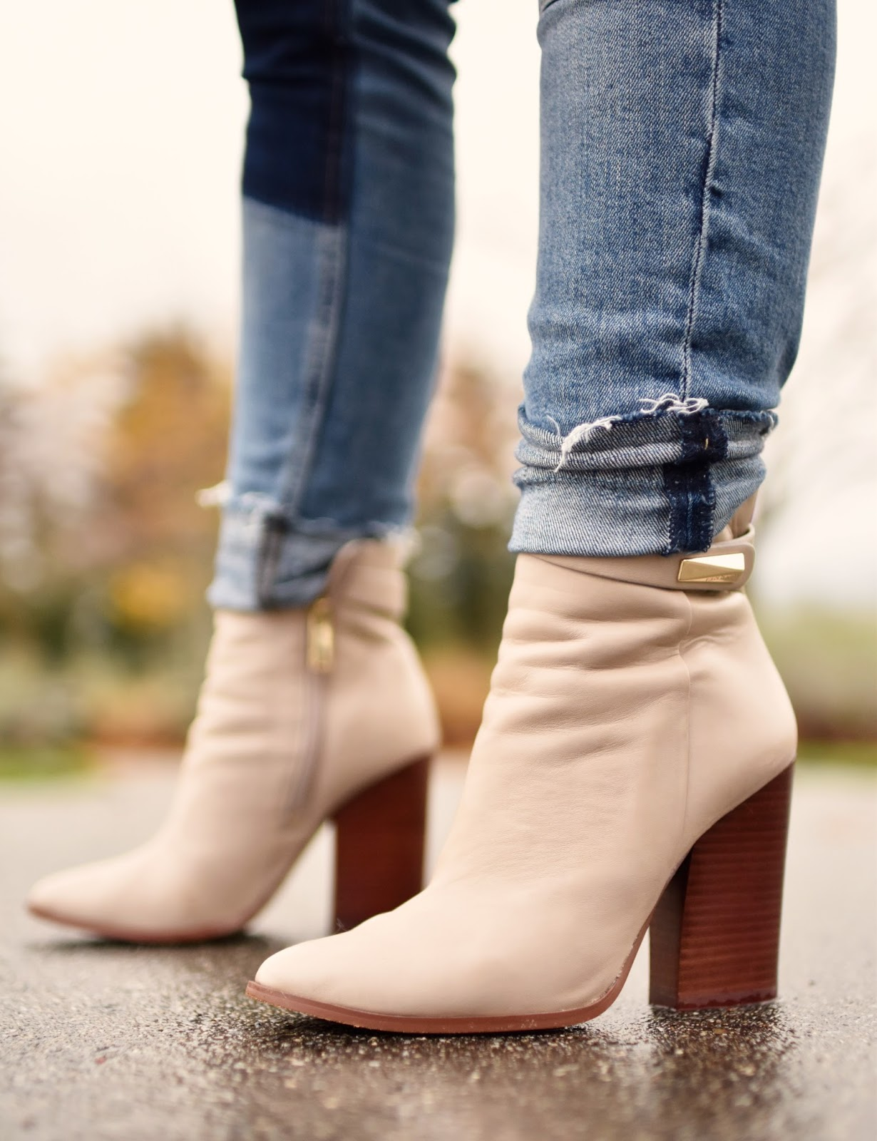 Monika Faulkner outfit inspiration - patchwork skinny jeans, ivory Vince Camuto booties