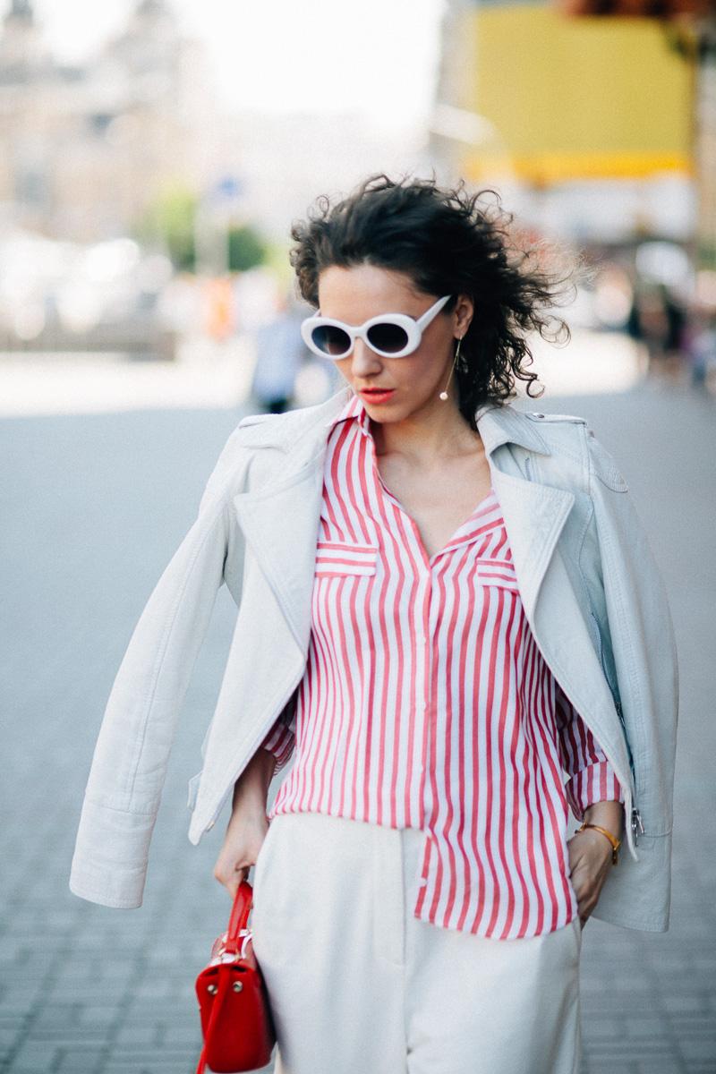 белая куртка косуха в образе