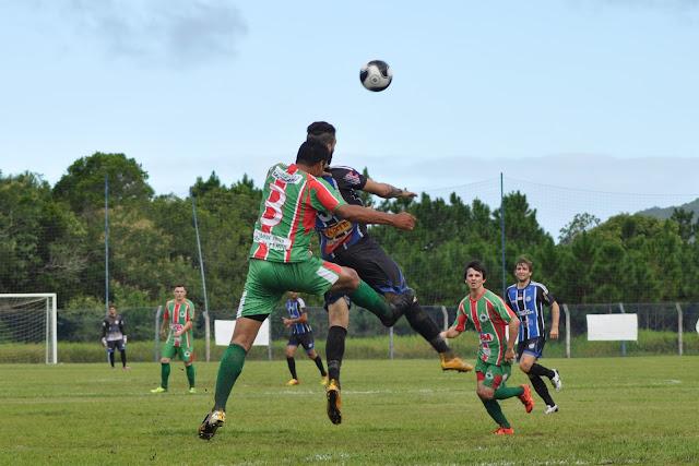 Galeria 1 da partida entre Grêmio Cachoeira e Paraíso