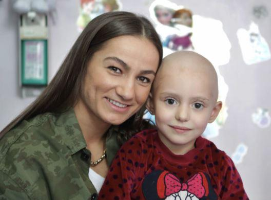 Malinda Kelmendi and a cancer-ill boy