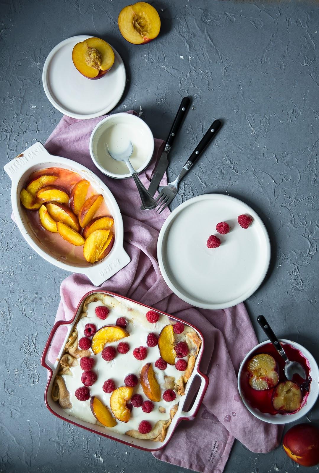 Naleśniki zapiekane z twarożkiem i owocami