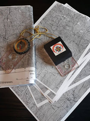 Topografska mapa i kompas