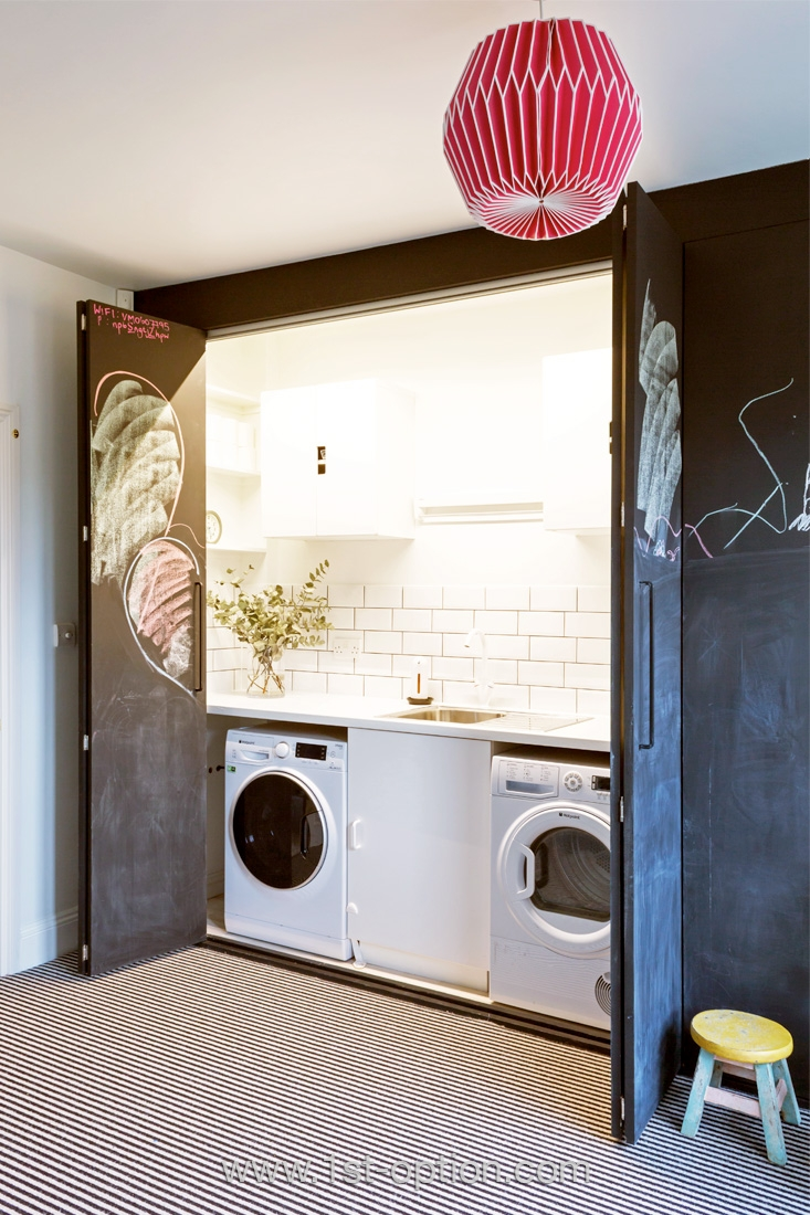 Lave linge et sèche linge dissimulés dans un placard