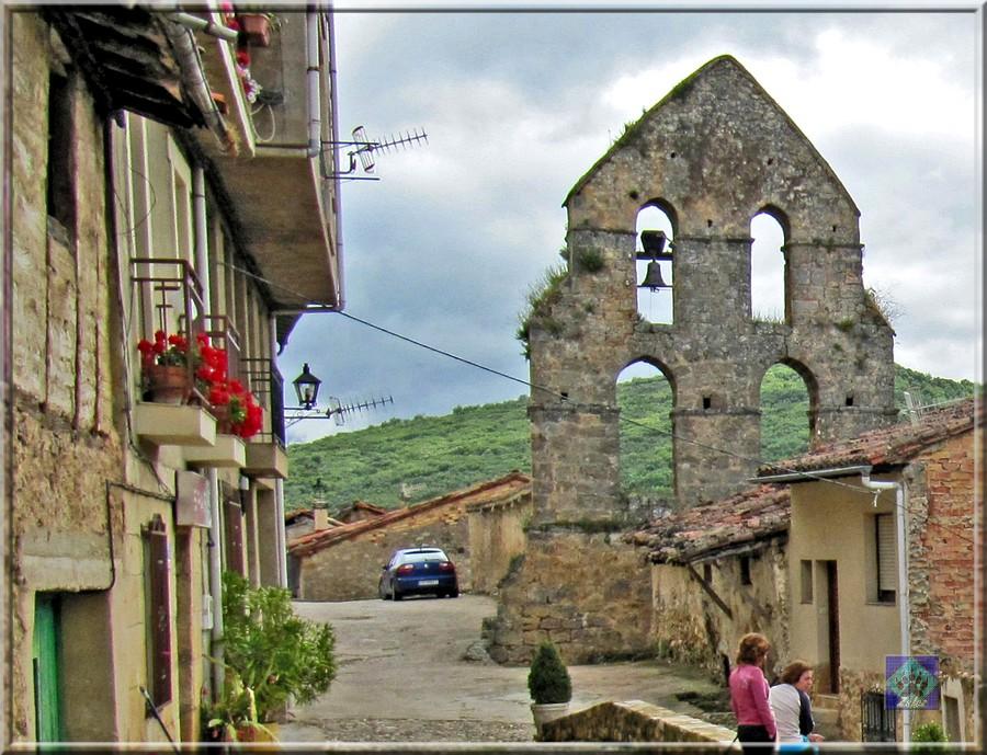 Resultado de imagen de espadañas iglesia romanica