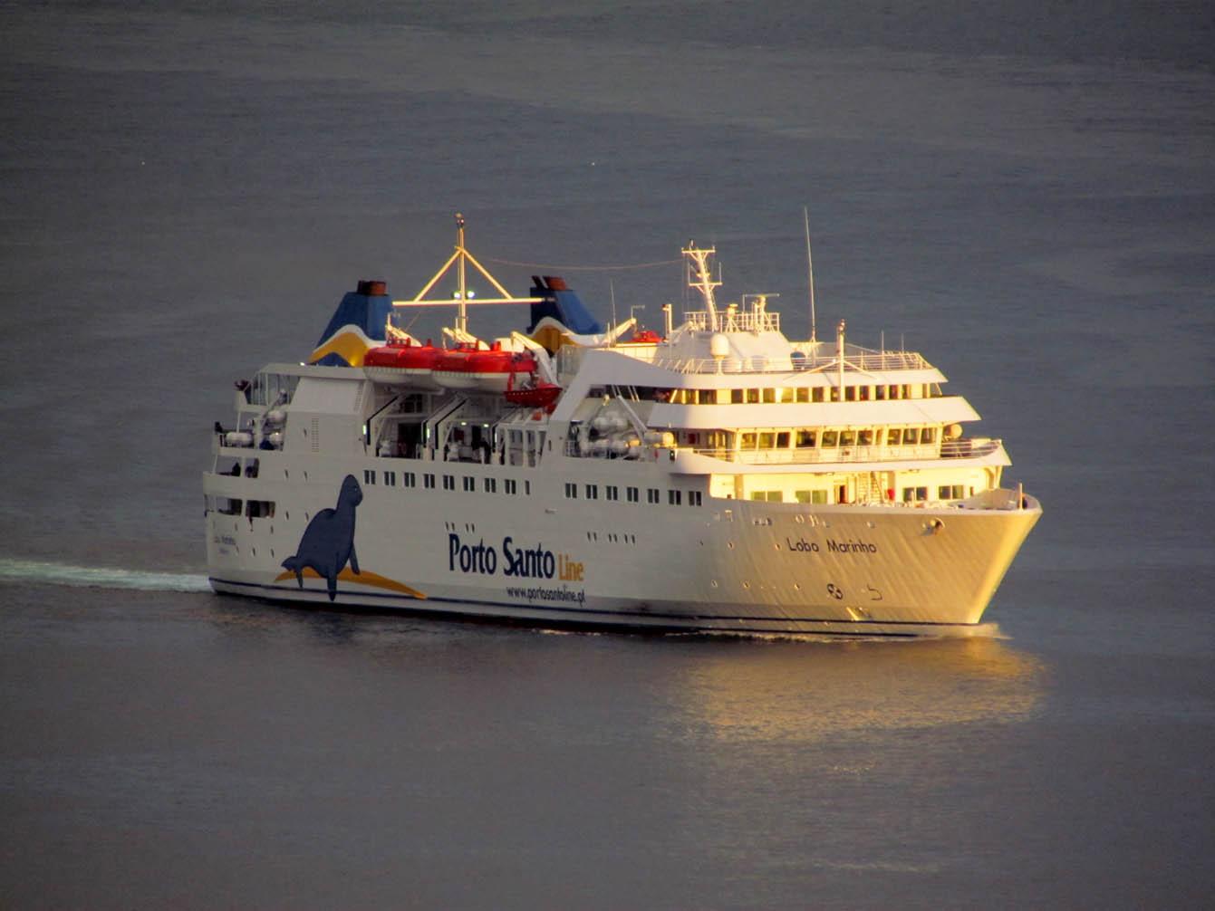 Beautiful light to receive the ferry Lobo Marinho