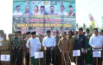 Aster Kasad Mayjen TNI Supartodi Dampingi Mentan RI Tanam Jagung Perdana di Pekon Srikaton
