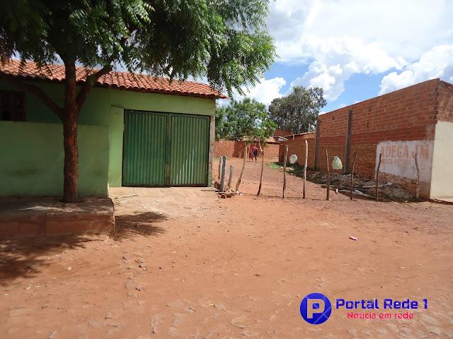Proprietário de terreno fecha terreno e isola bairro em Pedro II