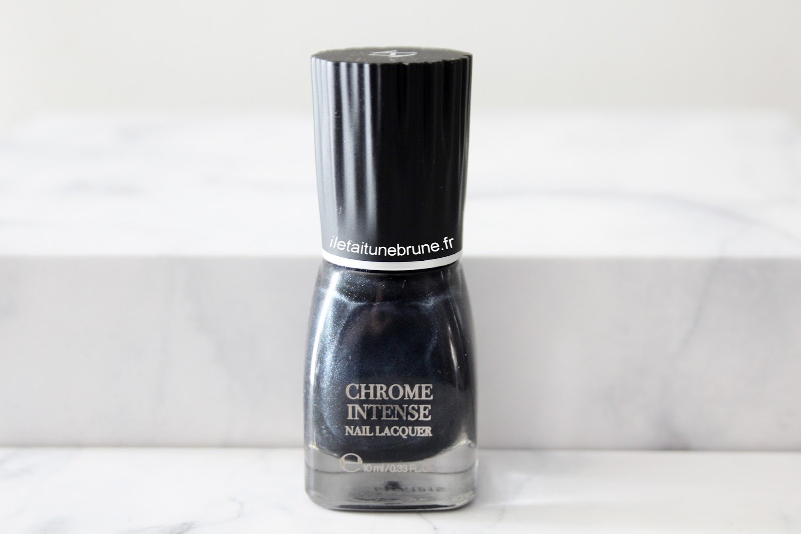 vernis chrome intense nail lacquer en teinte shady grey