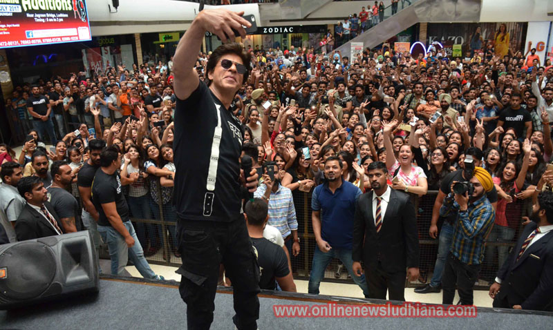 Shah Rukh Khan taking a selfie with fans at a mall in Ludhiana