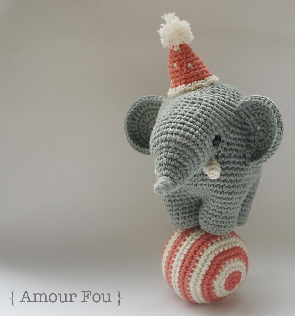 Happy Crochet Pattern - LO LO - Amigurumi Elephant and Balloon and ... | 1009x942
