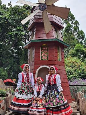 Menikmati Wisata Ala Rumah Hobbit di Farmehouse Susu Lembang