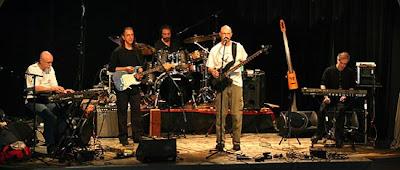 La Tony Levin Band con Larry Fast durante la gira de presentación del álbum Resonator
