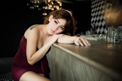 Perempuan malam Wisata Malam Dengan Gadis Cantik IGO