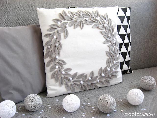 Świąteczna poduszka z wieńcem z filcu DIY - zrób to sama