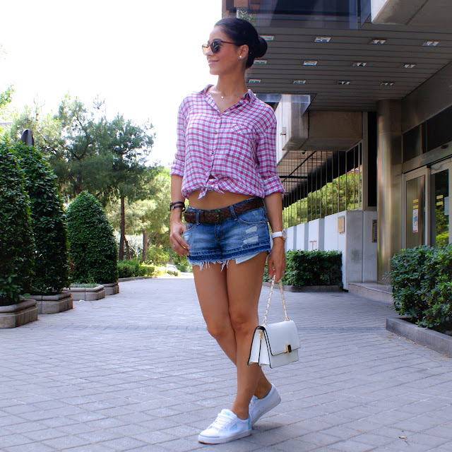 LOOK: Ripped shorts & Plaid Shirt