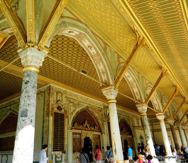Entrada do harém do palácio de Topkapi, em Istambul