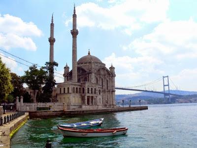 مرشد سياحي عربي مع سيارة وجولات سياحية في اسطنبول