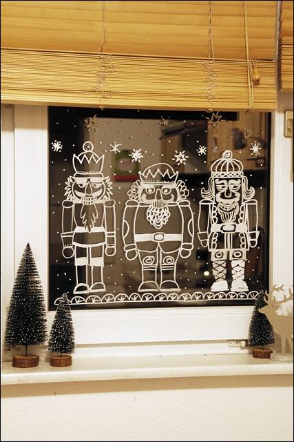 meine bunte wunderwelt angefixt und infiziert winterliche fenstermalereien mit kreide ein. Black Bedroom Furniture Sets. Home Design Ideas