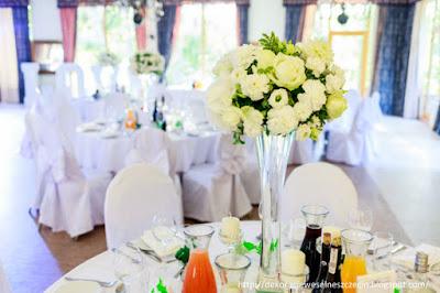 dekoracja ślubna białe kwaty