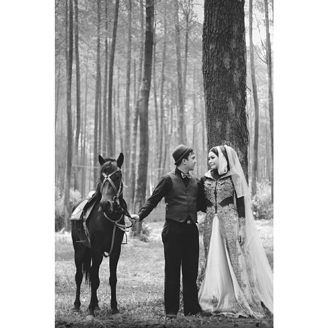 foto prewedding di hutan pinus imogiri