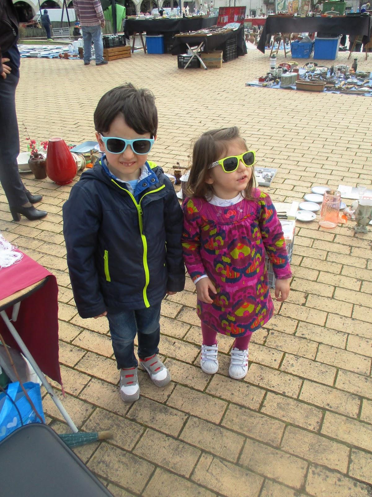 249a547d34d4d Os meus queridos netos -Vicente e Laura vaidosos com os óculos que a minha  irmã lhes ofereceu.