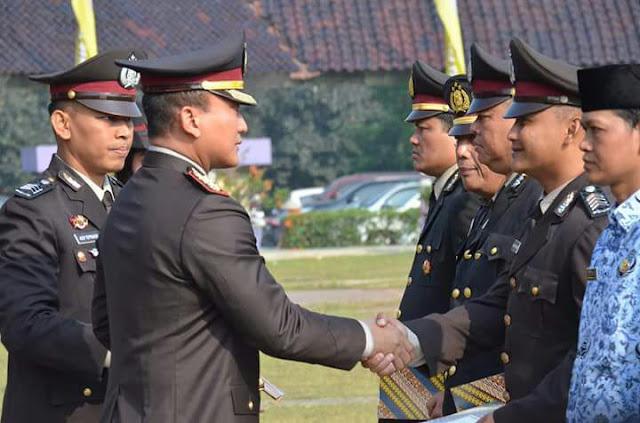 Hut Bhayangkara 20 Anggota Polresta Tangerang DiGanjar Penghargaan