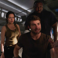 James Wolk, Kristen Connolly and Nonso Anozie in Zoo Season 3 (3)