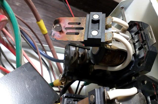 выгорание контакта пластины реле стабилизатора