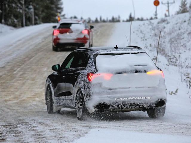 Nguyên mẫu thử nghiệm Audi RS Q3 2019 dầm mình trong trời tuyết lạnh