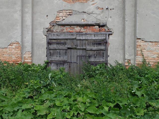 Wejścia do kościoła niestety nie ma