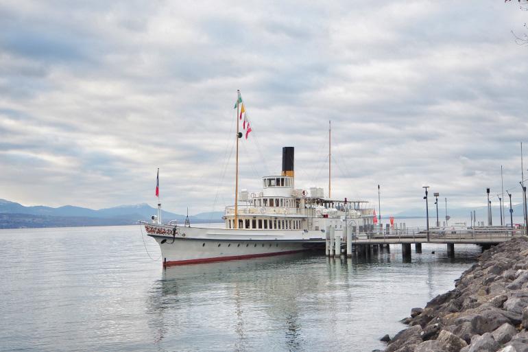 Bateau de croisière sur le lac Léman au départ de Lausanne en Suisse