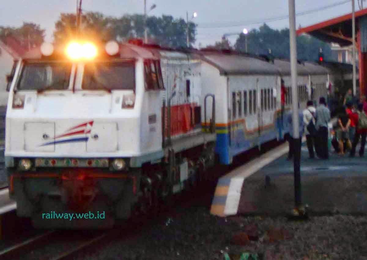 Harga Tiket KA Fajar Utama Yogyakarta Oktober