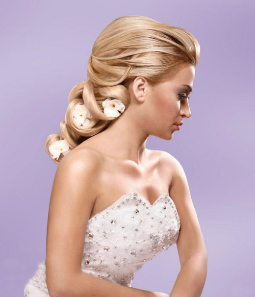 Wedding Hairstyles For Long Hair 2012: RainingBlossoms: Trendy Wedding Hairstyles-Updos
