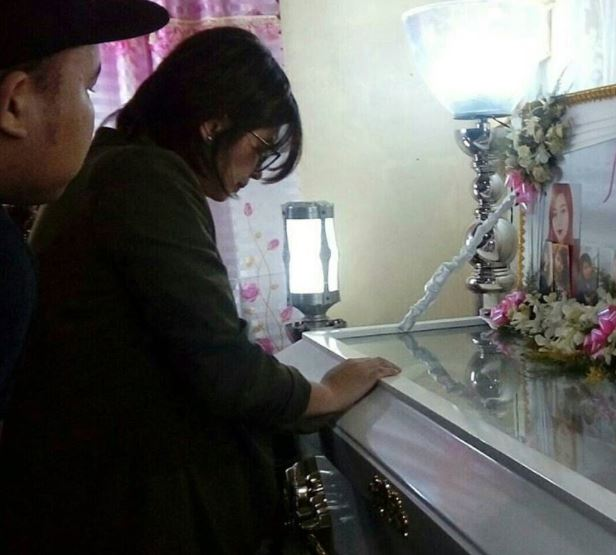IN PHOTOS: Angel Locsin Visits The Wake Of Her Fan