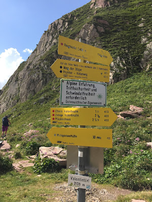 Signage at Valentintörl Pass.