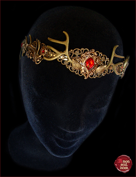 couronne faune medieval fantasy nymphe creature des bois dame nature foret forest woodland crown bronze antlers circlet forest faun headdress mother nature red Siam renaissance fair fairy creature mythical
