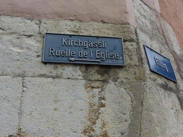 Schweiz Urlaub mit Hund Biel Kanton Bern Straßenschild