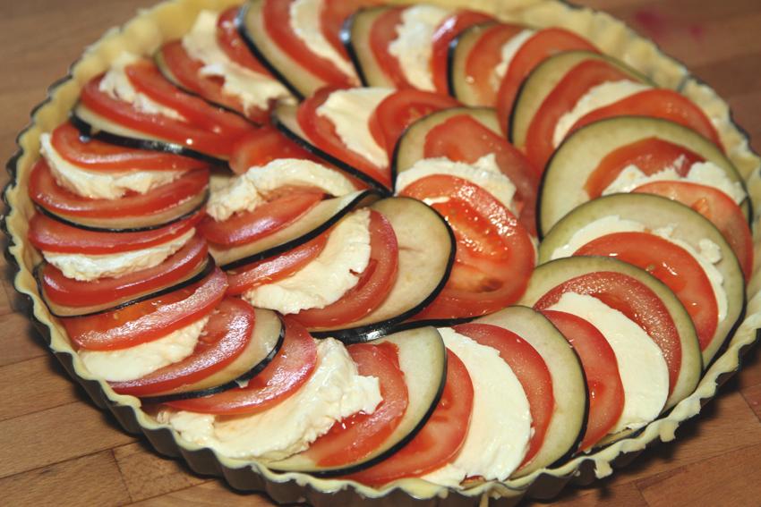 Przepis na tartę z pomidorów, bakłażana i mozzarelli. Przepis na tartę.