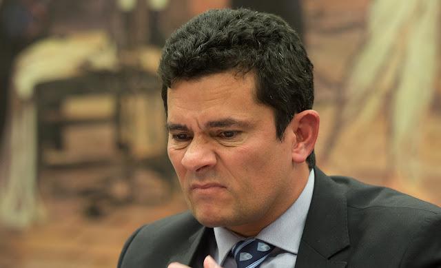 Resultado de imagem para Sergio Moro sem graça