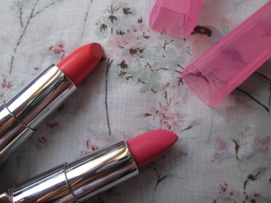 Review and Swatches: Rimmel Moisture Renew Sheer and Shine Lipsticks