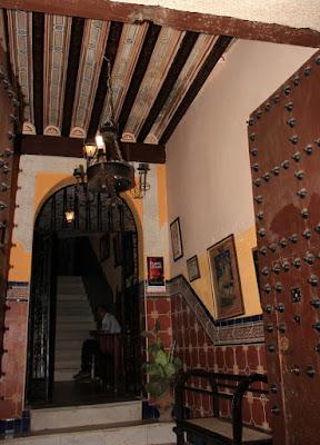 Zaguán con bello artesonado, patios de Toledo, Patios con mucha Historia. Los patios de Toledo abren al público por la festividad del Corpus