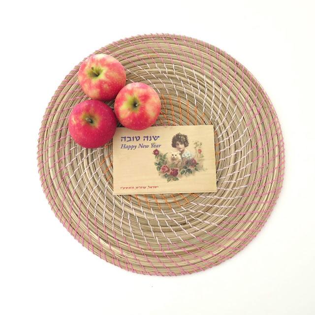 ברכת שנה טובה עם תפוחי עץ מתוקים
