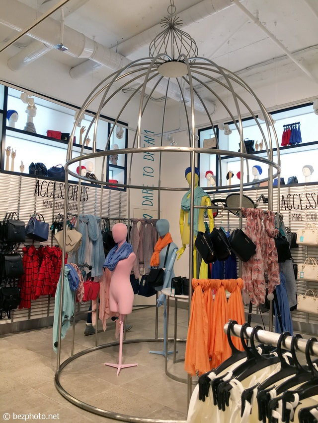 оформление бутика женской одежды