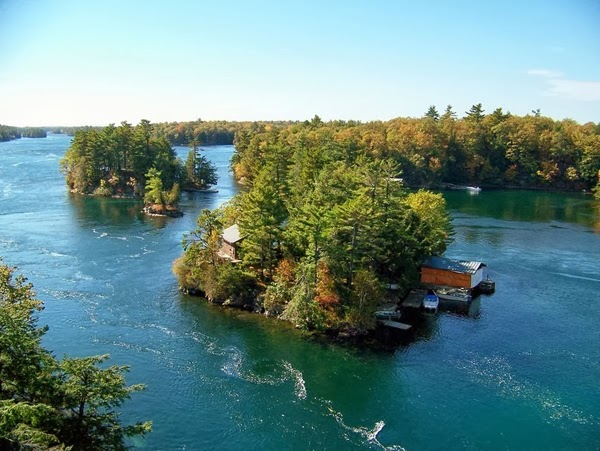 About 20 of the island form a group that create the Thousand Islands National Park, the oldest of Canada's national parks east of the Rockies.