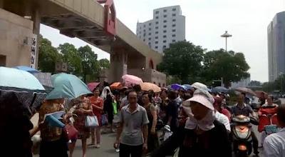 江苏仪征市500多位原代课和幼儿教师集体到扬州市政府维权(图)