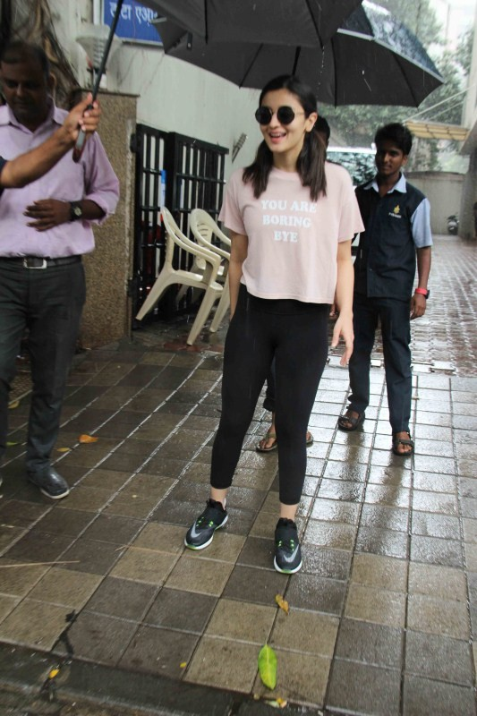 Alia Bhatt Spotted at Vishesh Films In Khar