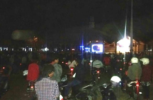 Ratusan Warga Nobar, Film G.30.S/PKI, Di Lap. Pemuda Benteng