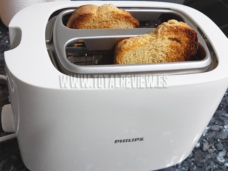 tostadas de desayuno con la tostadora de pan Philips HD2581