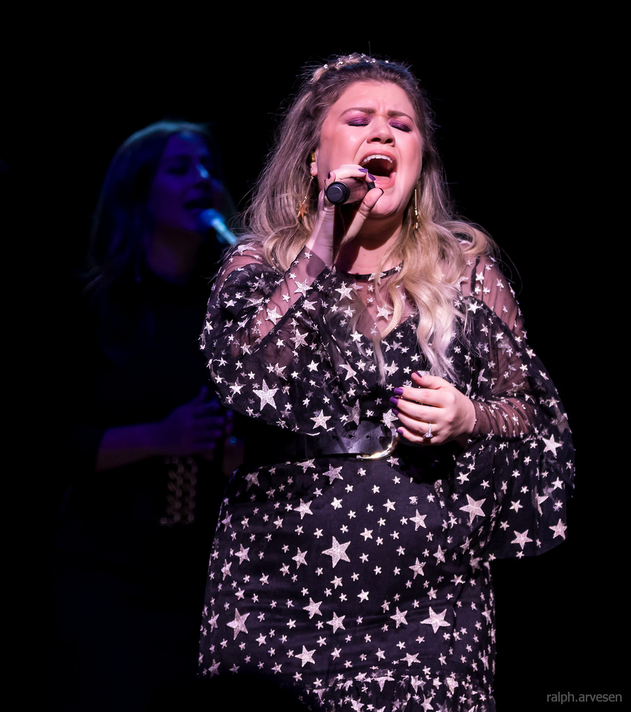 Kelly Clarkson Pussy Pics Minimalist kelly clarkson performing at the austin city limits live moody