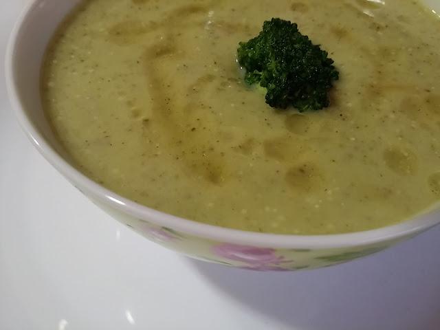 Crema de brócoli, puerro, cebolla y cominos